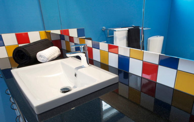 Bathroom renovation<br>fun with colour