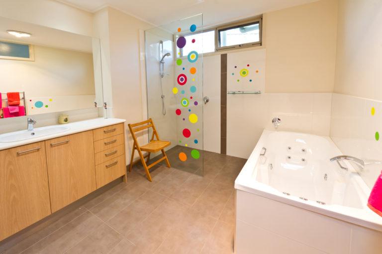 Bathroom renovation<br>bold and brilliant