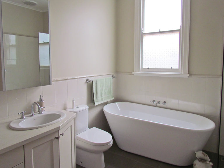 Bathroom renovation<br>traditional luxury