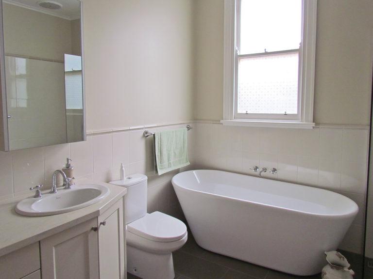 Bathroom renovation<br>traditional luxury