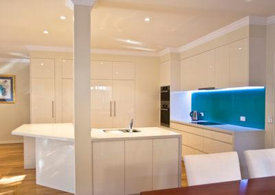 MAIN-two-pack-gloss-finger-grip-caesarstone-frosty-carrina-turquiose-blue-green-glass-splashback-led-light-kitchen-update-2