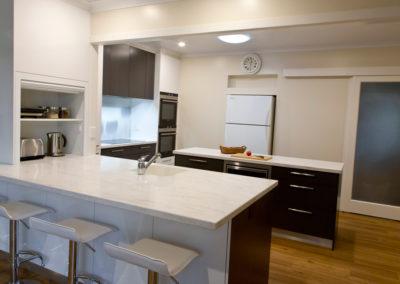 MAIN-white-gloss-laminate-polytec-cavia-lini-corian-raincloud-benchtop-photographic-glass-splashback-tulip-kitchen-update