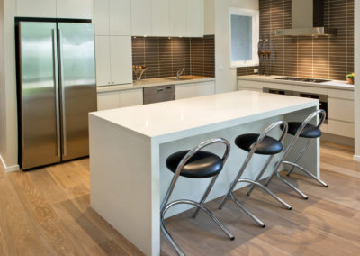 MAIN-white-two-pack-finger-grip-caesarstone-island-bench-waterfall-brown-matrix-tile-splashback-kitchen-update