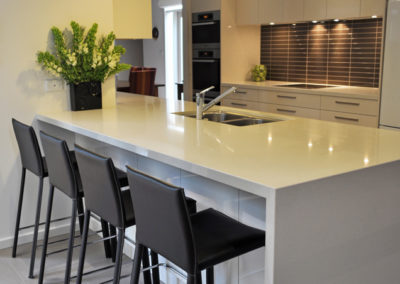 contemporary-gloss-laminex-quantum-quartz-benchtop-kitchen-update-2