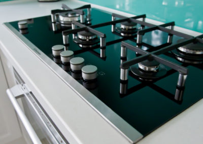 electrolux-gas-cooktop-black-glass-splashback-aqua-rockpool-corian-benchtop-kitchen-update