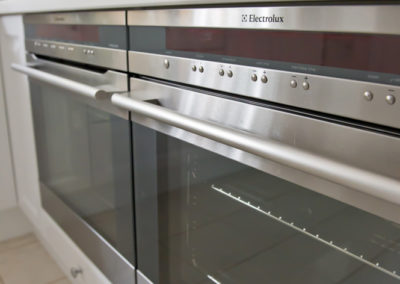 electrolux-under-bench-double-oven-pyrolitic-aqua-rockpool-glass-splashback-kitchen-update