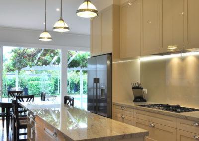 hog-bristle-two-pack-shaker-gloss-granite-benchtop-glass-splashback-clemson-pendant-light-island-bench-galley-kitchen-update