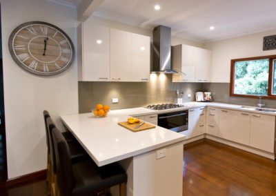 laminex-moleskin-silk-gloss-cabinetry-caesarstone-osprey-benchtop-dulux-bogart-glass-splashback-kitchen-update-3