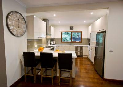 laminex-moleskin-silk-gloss-cabinetry-caesarstone-osprey-benchtop-dulux-bogart-glass-splashback-kitchen-update-4