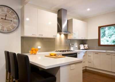 laminex-moleskin-silk-gloss-cabinetry-caesarstone-osprey-benchtop-dulux-bogart-glass-splashback-kitchen-update