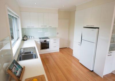 laminex-polar-white-silk-caesarstone-ocean-foam-glass-splashback-bosch-oven-60cm-fridge-pantry-kitchen-update