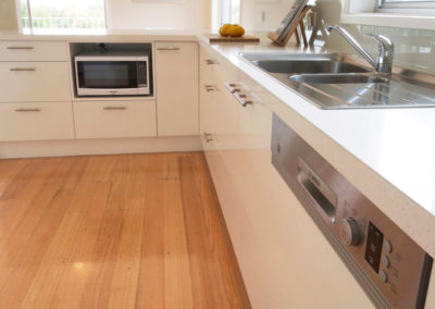 laminex-polar-white-silk-caesarstone-ocean-foam-under-bench-microwave-integrated-dishwasher-franke-sink-kitchen-update