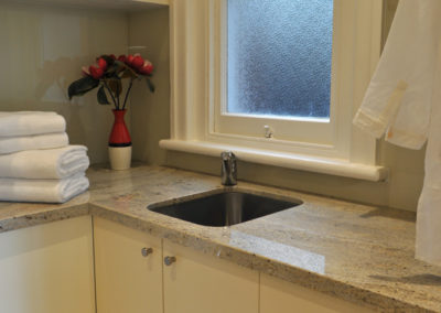 laundry-laminate-glass-splashback-granite-benchtop-undermount-sink-hanging-drying-rail-kitchen-pdate