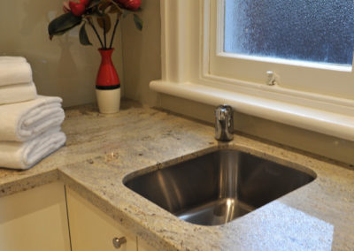 laundry-laminate-glass-splashback-granite-benchtop-undermount-sink-kitchen-pdate