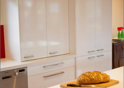 polar-white-laminex-silk-ocean-foam-caesarstone-bi-fold-appliance-cabinet-hettich-wingline-kitchen-update
