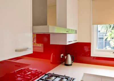 polar-white-laminex-silk-ocean-foam-caesarstone-red-glass-splashback-smeg-canopy-rangehood-kitchen-update