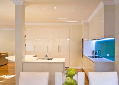two-pack-gloss-finger-grip-caesarstone-frosty-carrina-turquiose-blue-green-glass-splashback-led-light-kitchen-update-3