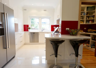two-pack-painted-dulux-vivid-white-gloss-red-box-glass-splashback-walk-in-pantry-kitchen-update