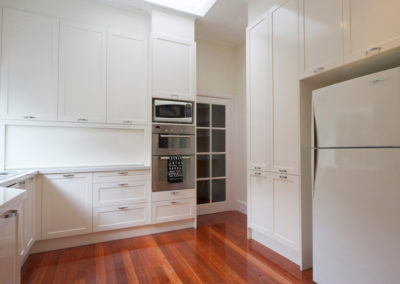 two-pack-painted-shaker-dulux-berkshire-white-timber-floor-wall-oven-kitchen-update