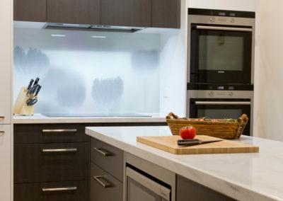 white-gloss-laminate-polytec-cavia-lini-corian-raincloud-benchtop-photographic-glass-splashback-tulip-kitchen-update-2