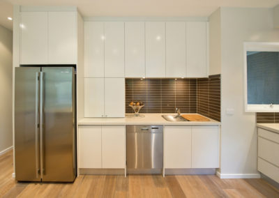 white-two-pack-finger-grip-caesarstone-benchtop-stainless-steel-sink-dishwasher-fridge-brown-matrix-tile-splashback-kitchen-update