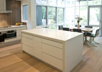 white-two-pack-finger-grip-caesarstone-island-bench-waterfall-brown-matrix-tile-splashback-kitchen-update-2