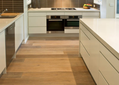 white-two-pack-finger-grip-caesarstone-miele-oven-brown-matrix-tile-splashback-qasair-canopy-rangehood-kitchen-update-2