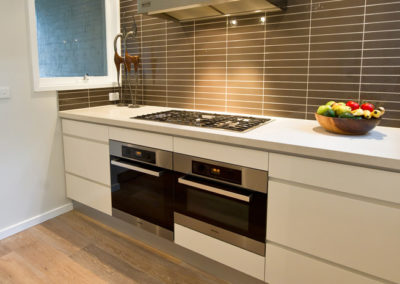 white-two-pack-finger-grip-caesarstone-miele-oven-brown-matrix-tile-splashback-qasair-canopy-rangehood-kitchen-update