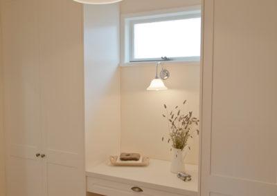 white-two-pack-shaker-wardrobe-dressing-room-caesarstone-kitchen-update-3
