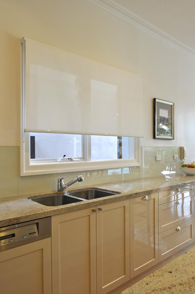 hog-bristle-two-pack-shaker-gloss-granite-benchtop-glass-splashback-miele-integrated-dishwasher-franke-undermount-sink-kitchen-update
